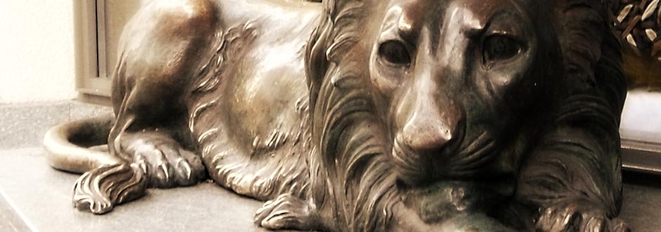 Wie der liegende Löwe vor die Apotheke kam.